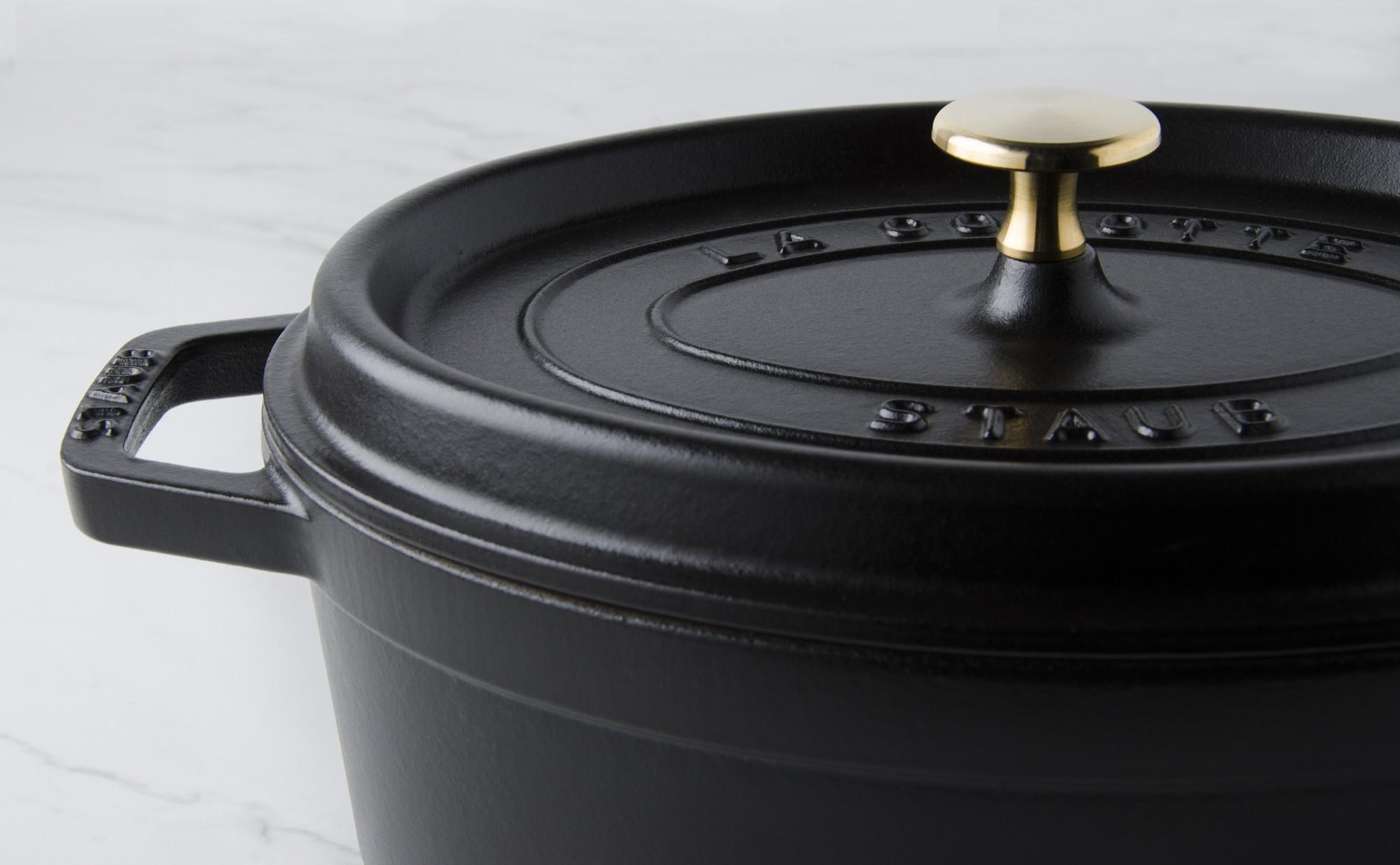 cocotte ovale fonte noire 23 cm. Black Bedroom Furniture Sets. Home Design Ideas