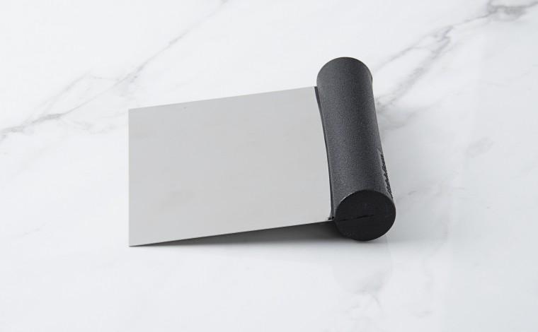 Straight, soft blade dough cutter