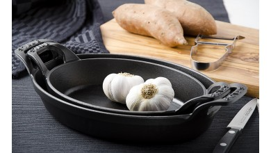 Stackable flat oval black cast iron 21 cm