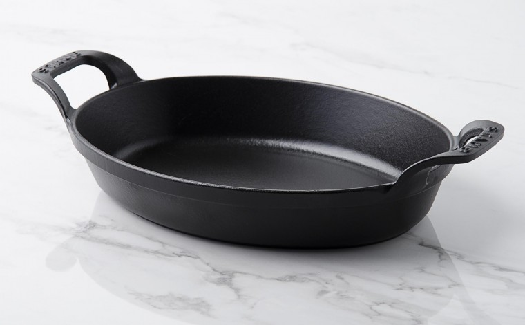 Stackable flat oval black cast iron 24 cm