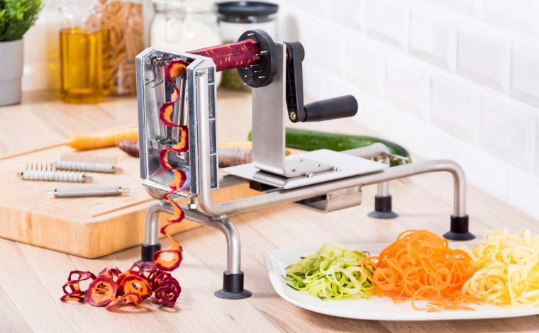 CUTTING VEGETABLES THE PROFESSIONAL WHEEL