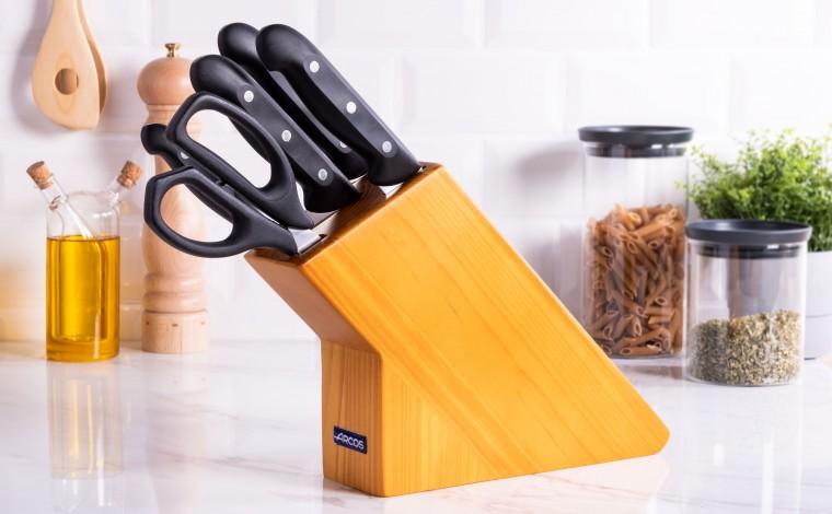 Bloc à couteaux (4 couteaux + ciseaux)